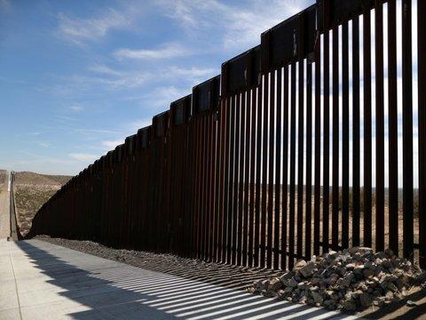 Пентагон дал Дональду Трампу денег на строительство стены