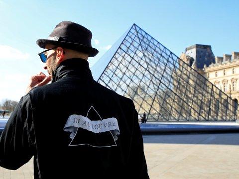 Ничего святого: Посетители Лувра за сутки уничтожили огромный арт-объект
