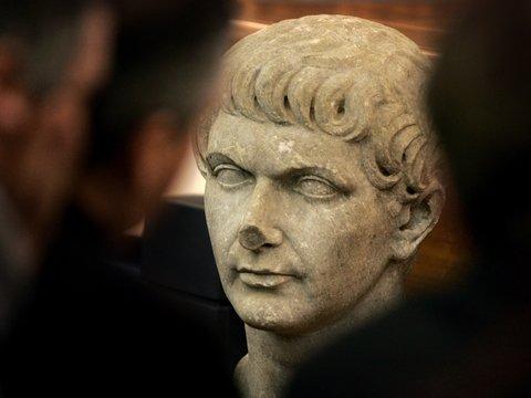 Турецкий пазл: собрать статую древнеримского императора из 356 осколков (фото)