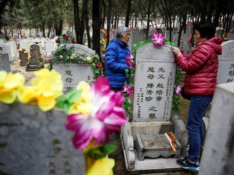 Китай продвигает экологичные захоронения — цены на могилу выше, чем на квартиру