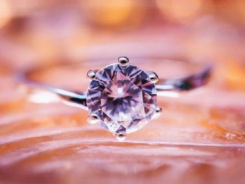 В Париже вор обокрал потомка Наполеона и унёс реликвию — кольцо с бриллиантом