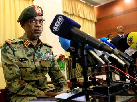 Лидер переворота в Судане ушёл в отставку из-за непрекращающихся протестов