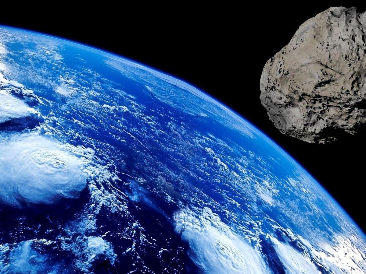 Астероид размером с 10-этажный дом приблизился к Земле. Говорят, это не опасно