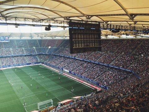 Чем система видеоповторов VAR не угодила любителям футбола?