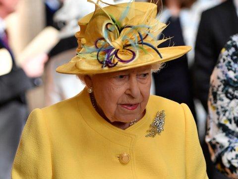 Королева не говорит: Тереза Мэй может помешать Елизавете II выступить с речью
