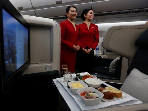 Стюардессы Cathay Pacific наворовали мороженого и хлеба на миллионы долларов