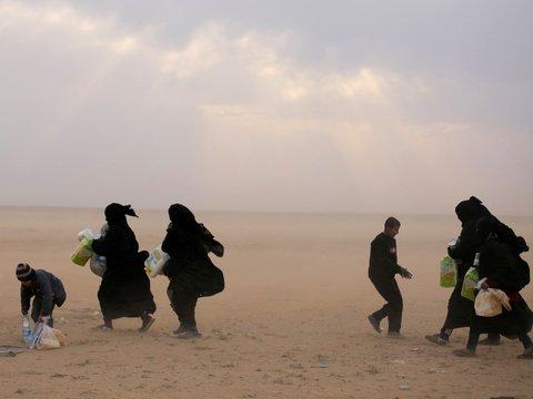 """Невесты ИГ создали халифат и """"полицию нравственности"""" в лагерях для беженцев"""