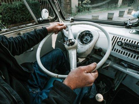 В Японии стариков пытаются отговорить от вождения авто, но они сопротивляются