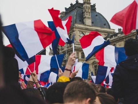 Всё больше людей хотят французское гражданство. И это не мигранты, а британцы