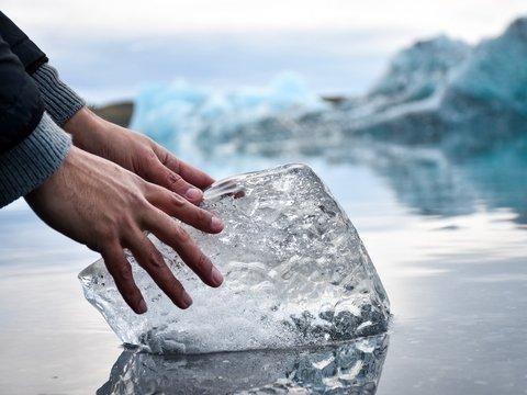 Норвежские музыканты сыграли концерт в Арктике на ледяных инструментах (видео)