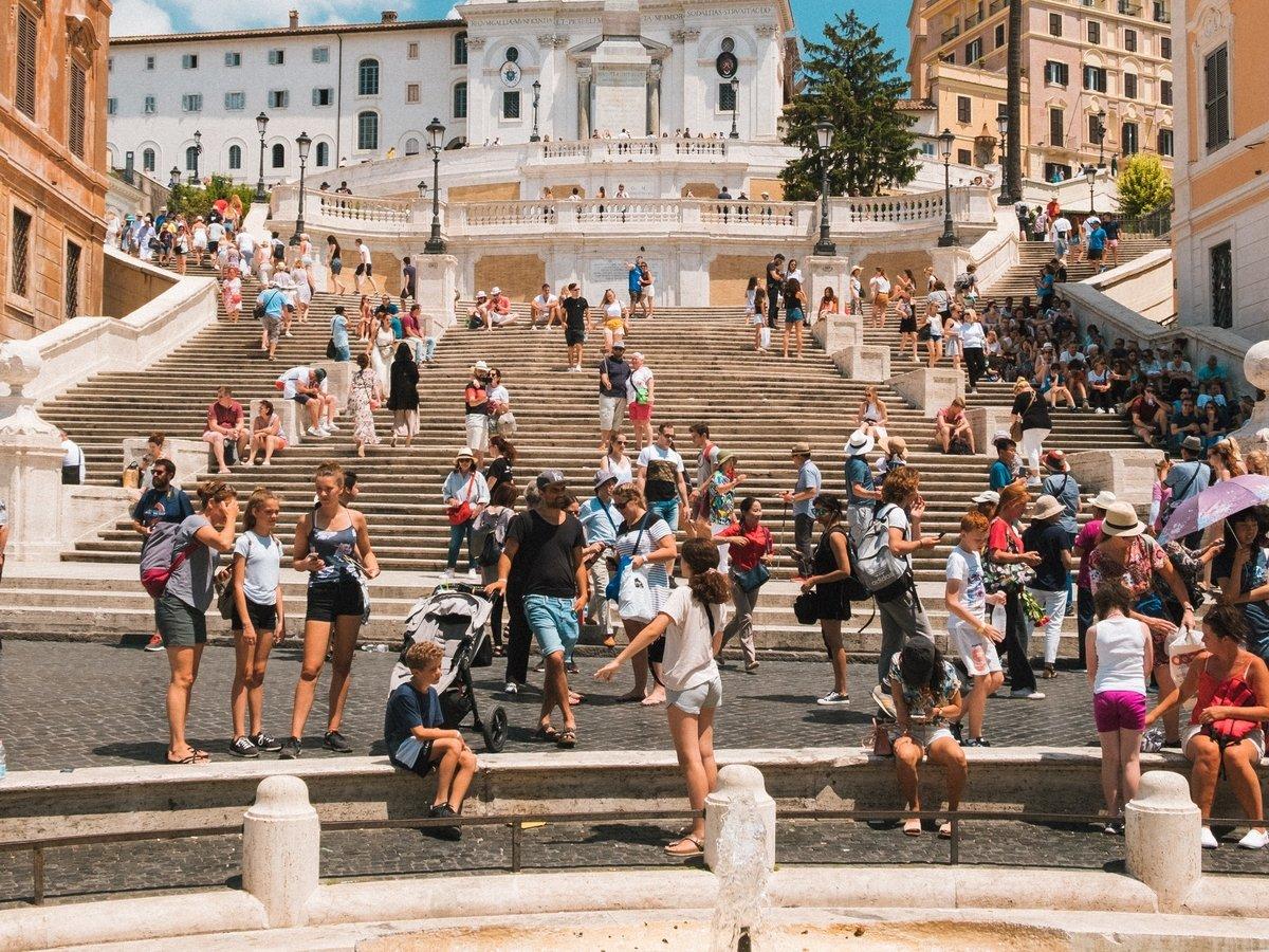 Что такое овертуризм, и почему некоторые страны не рады путешественникам?