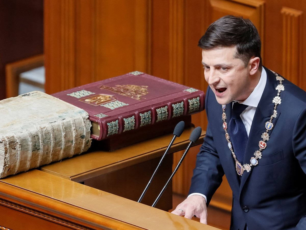 Зеленский вступил в должность президента и тут же распустил Верховную раду