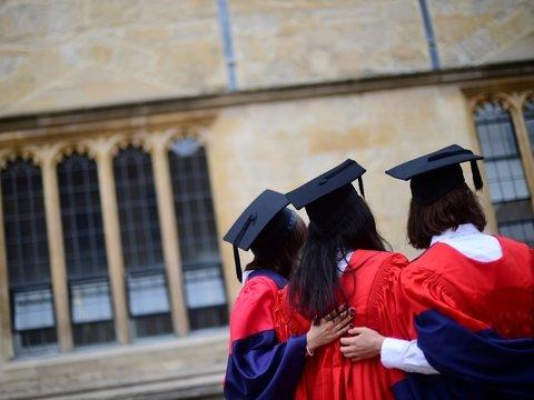 Оксфорд оплатит обучение тех студентов, которые не могут это сделать сами