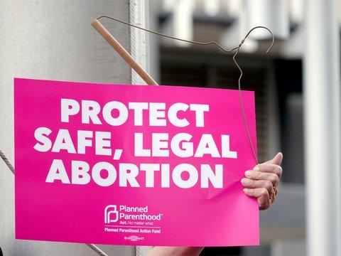 Не грех, а преступление: почему в США запрещают аборты?