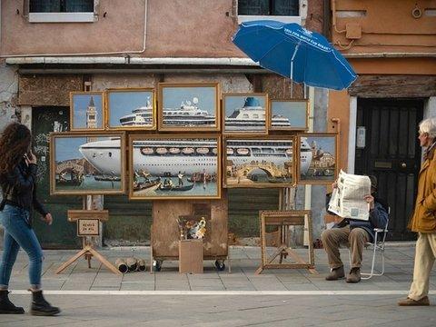 Бэнкси выгнали с Венецианской биеннале, а ведь он просто хотел помочь экологам