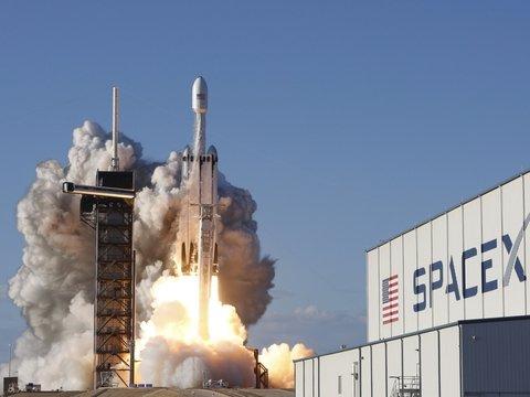 SpaceX вывел на орбиту рекордное количество интернет-сателлитов: целых 60!