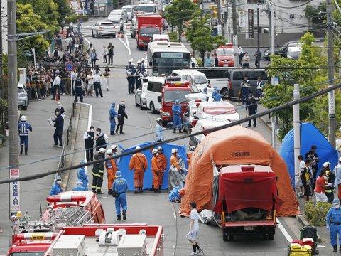 В Японии неизвестный напал на школьниц с ножом. Два человека погибли