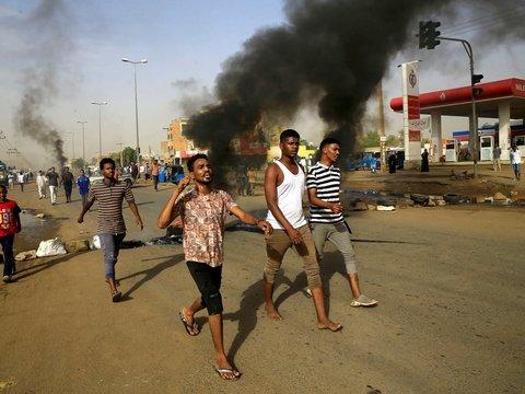 В Судане снова неспокойно: военные разгоняют толпы протестующих (фото, видео)