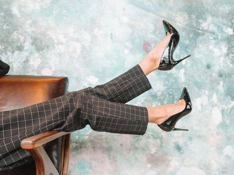 Сексизм, традиция или необходимость: в Японии решают, нужны ли каблуки на работе