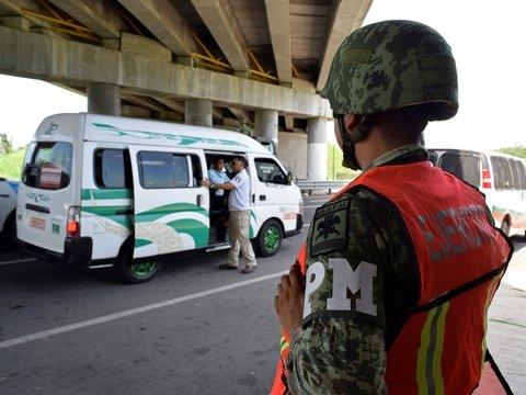 Трамп запугал Мексику тарифами. Из-за этого стране приходится ловить мигрантов