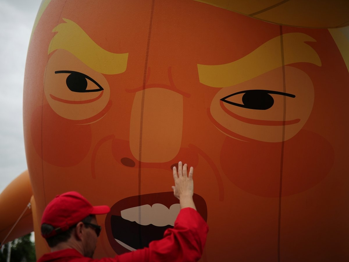В Ирландии детей учат любить жизнь, избивая пиньяты с президентом США (видео)