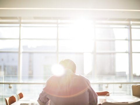 8 часов работы в неделю сохранят психику здоровой. Но совсем не работать вредно