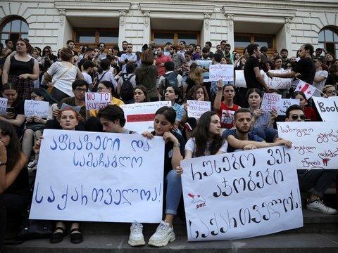 Путин запретил летать в Грузию: в Тбилиси продолжаются протесты
