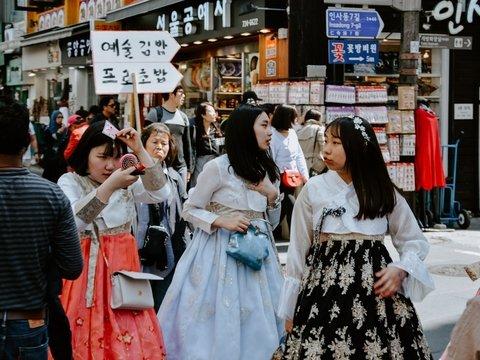 Корейская оппозиция продвигает права женщин и заставляет их раздеваться