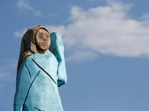 Мелания из Словении, совы и реставрация: подборка смешных и странных статуй
