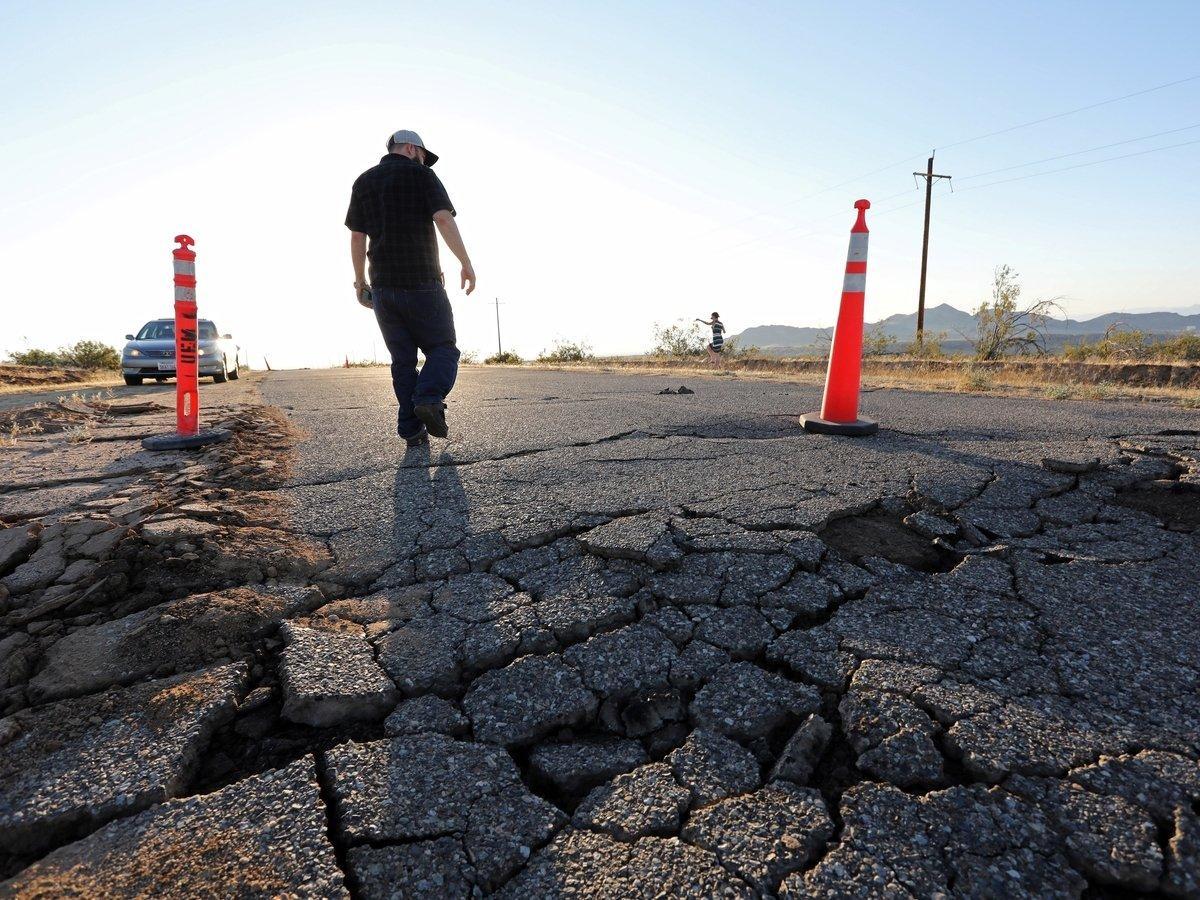 Из-за землетрясений в Калифорнии объявлено чрезвычайное положение (фото, видео)
