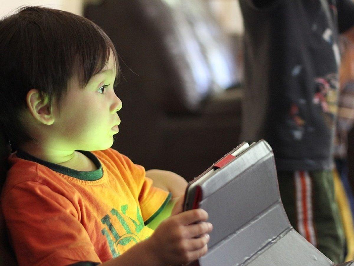 Дети-блогеры: как они становятся популярными и так ли это безопасно?