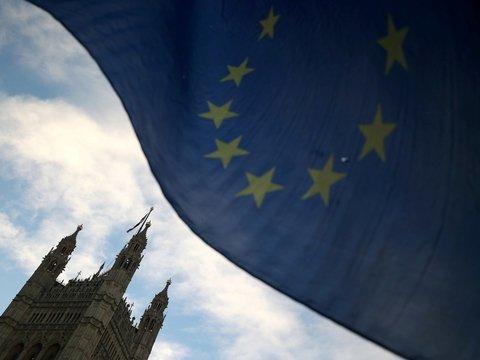 """Только со сделкой: британский парламент выступил против """"жёсткого"""" Брексита"""