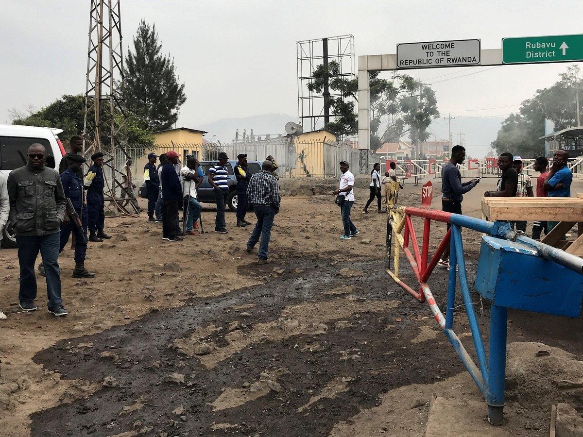 Руанда закрыла границы с ДР Конго, так как боится лихорадки Эбола