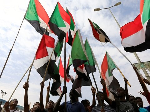 Военные и оппозиция Судана приняли конституционную декларацию