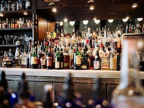 В Лондоне появился бар с ИИ, который всех выстраивает в очередь