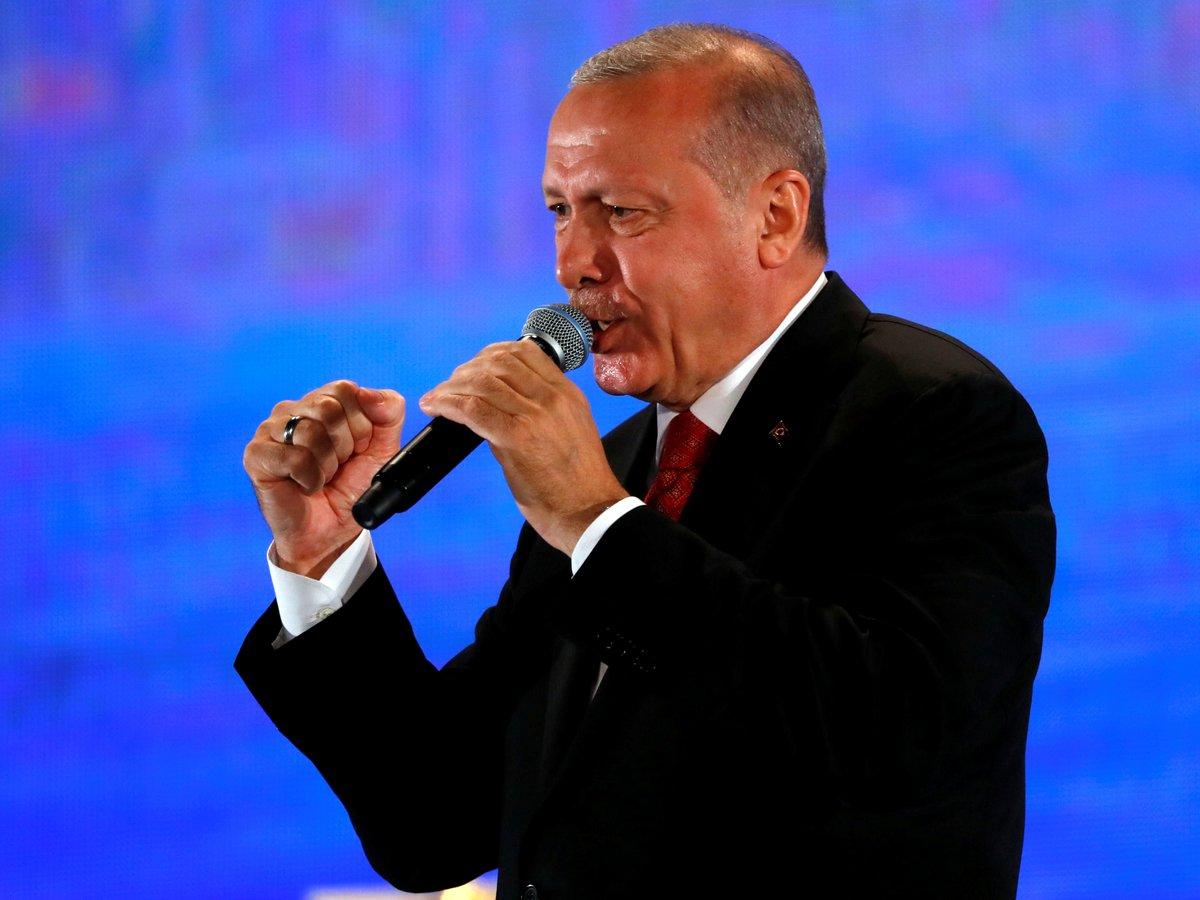 Правительство Турции уничтожает книги оппозиции — сожгли более 300 000 томов