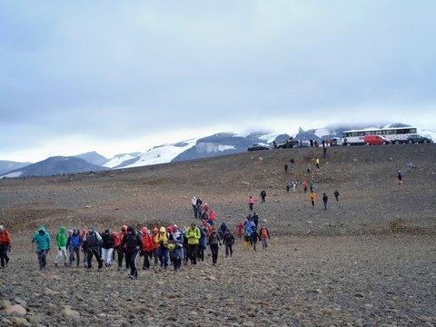 """Был ледник — и нет его. В Исландии """"похоронили"""" первую жертву потепления"""