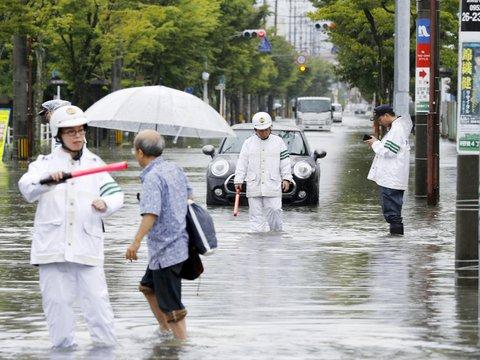 Японию затопило из-за дождей: почти миллион жителей хотят эвакуировать (фото)