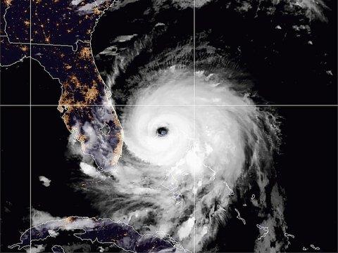 Ураган Дориан не хочет покидать Багамы