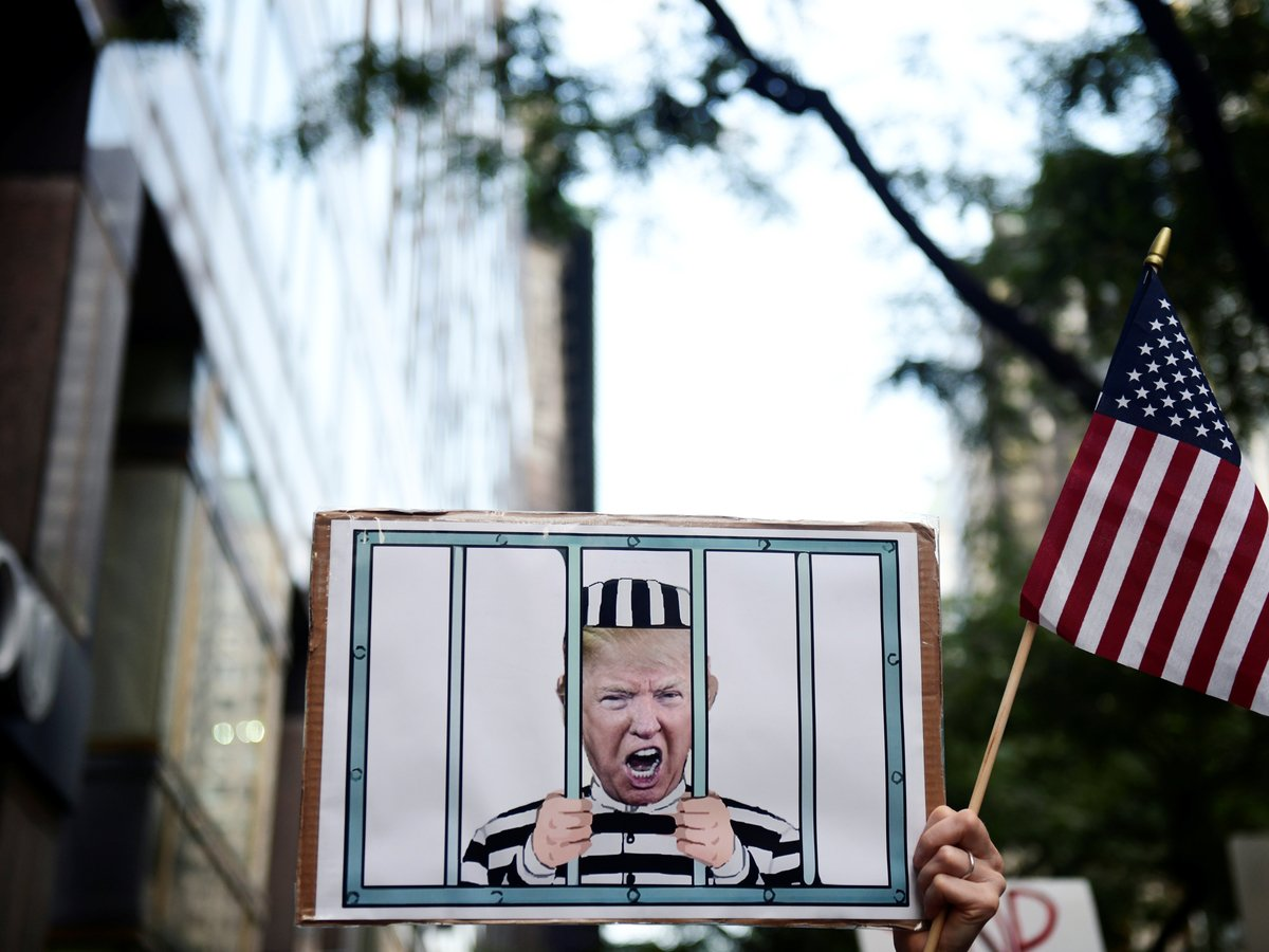 Импичмент Дональда Трампа: что случилось, и отправят ли президента в отставку?