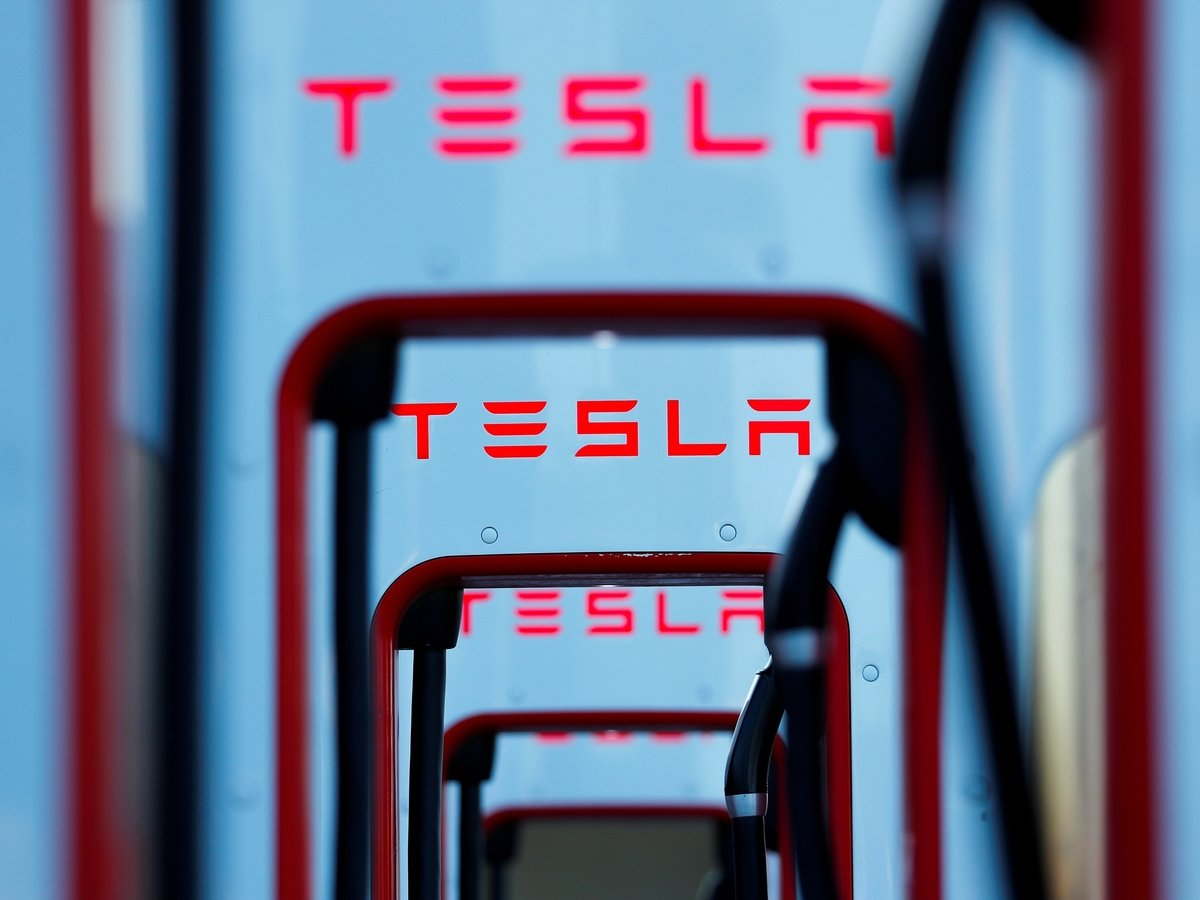 Если покупать Tesla, то сейчас: Илон Маск анонсировал новые звуки гудка и мотора