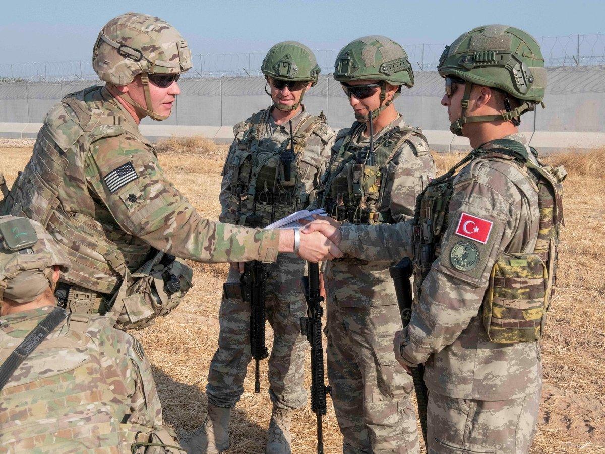 Военные перестановки в Сирии: США уводят войска, чтобы Турция атаковала курдов