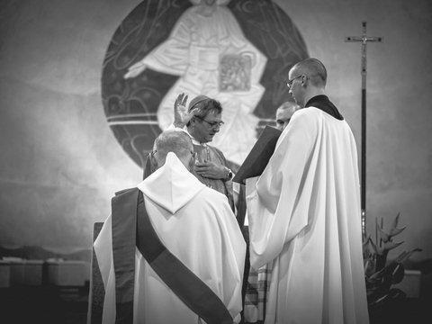 Ватикан может разрешить женатым мужчинам быть священниками. Всё ради благой цели
