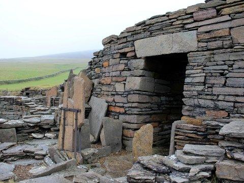 В Британии есть постройки древнее пирамид. Скоро они исчезнут — из-за потепления