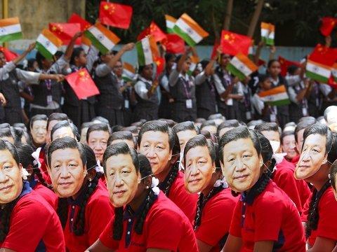 Си Цзиньпин прилетел в Индию, чтобы принести в регион мир. Но рады ему не все