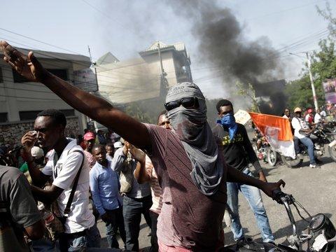 Насилие на Гаити: правительство довело граждан до отчаяния и протестов (фото)