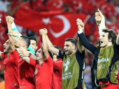 УЕФА в гневе: турецкие футболисты отпраздновали гол и оскорбили всех