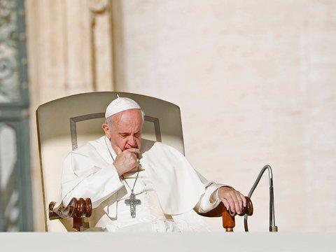 Папа Римский хотел всех благословить, но случайно признался в любви к регби
