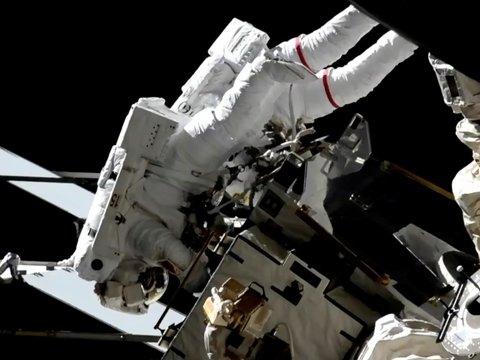 NASA выпустило в открытый космос полностью женскую команду. Впервые в истории