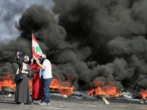 Налог на Whatsapp довёл Ливан до массовых протестов и беспорядков (фото, видео)